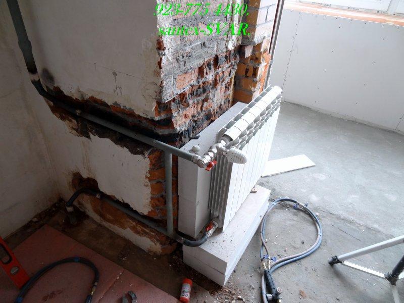 Радиатор отопления на балконе..