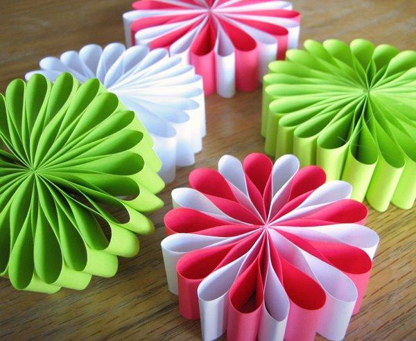 Новогодние украшения из цветной бумаги своими руками фото