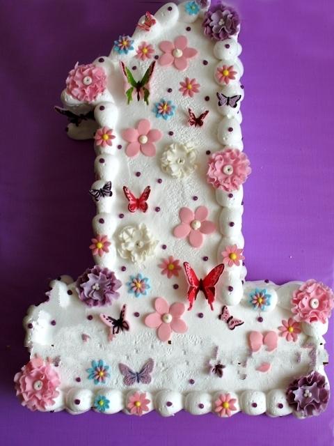 Изображение Красивенный торт на один годик доце.  Нажмите, чтобы посмотреть.